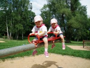 Dvojčata na houpačce